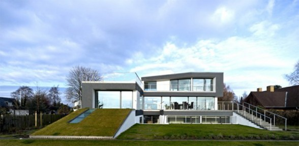 Luxurious House Design with Indoor Swimming Pool by Eva Harlou