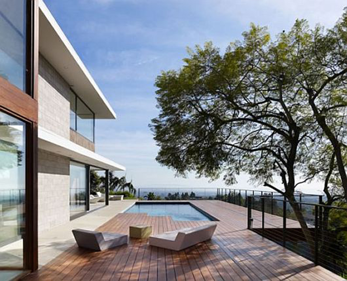 Modernity and Luxurious House Design in Exquisite Residence the Evans House Balcony