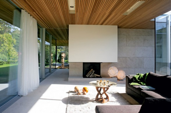 Glass-Bungalow-Design-with-Some-Wooden-Materials-Livingroom