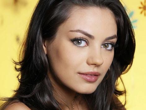 Mila-Kunis-Eyes-Close-Up-04