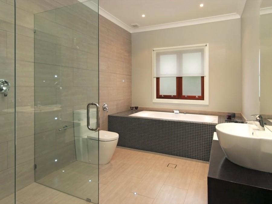 Bathtub-Design-with-Tiles