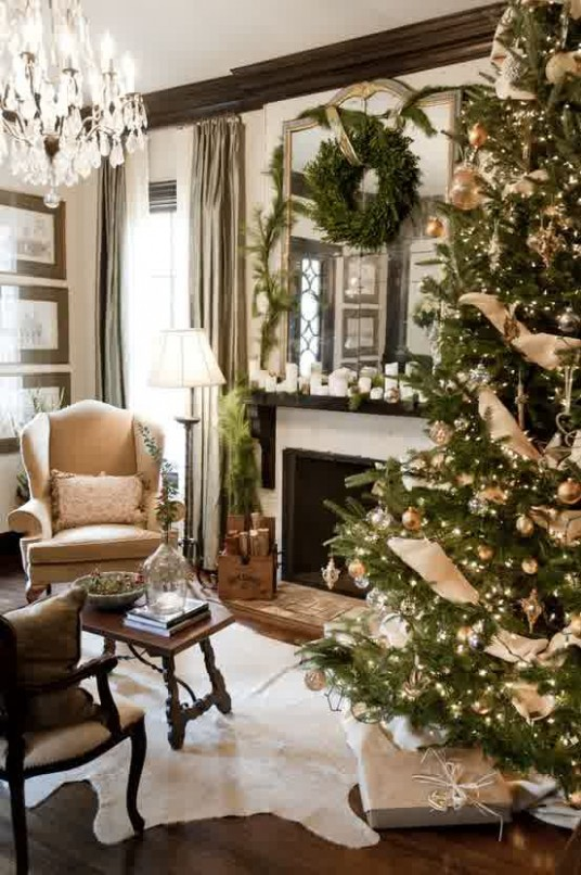 Christmas Tree Decorating Ideas in Green Color Concept
