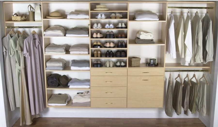Closet-Design-with-Wooden-Maple-Furniture