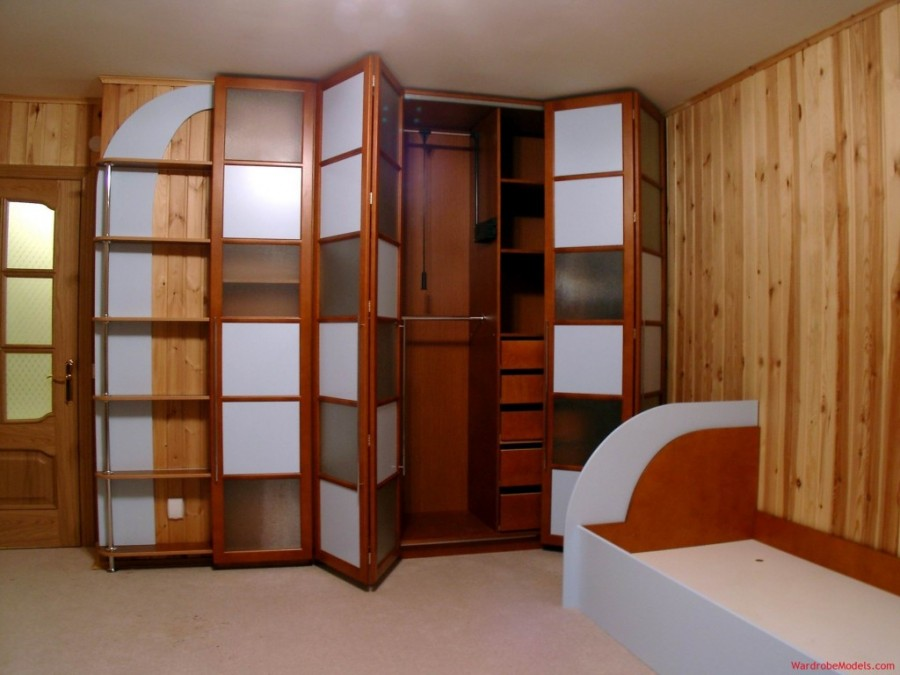 Huge-Closet-Design-Idea-with-White-and-Brown-Color
