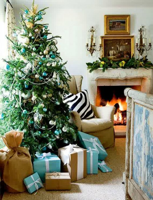 Christmas tree decorating ideas Holiday apartment decorating ideas