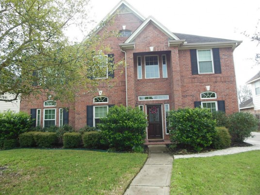Big Home Story with Brick Wall and Many Rooms
