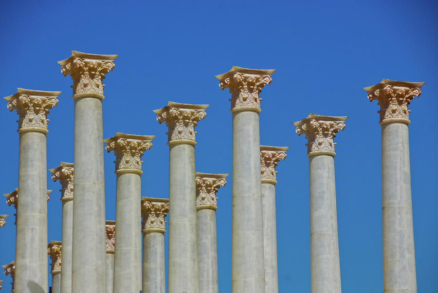 the great historical greek architecture corinthian columns